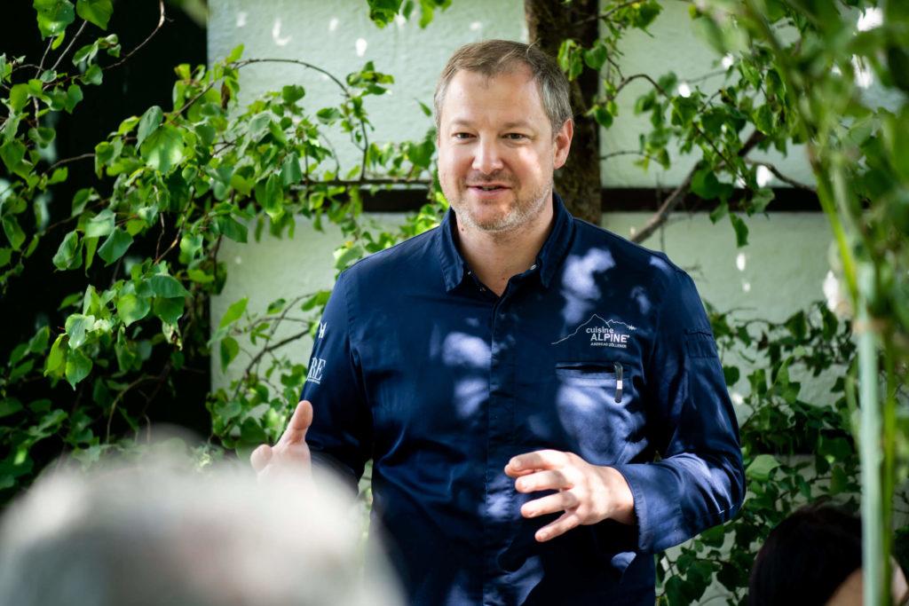 Andreas Döllerer erklärt die Menüabfolge